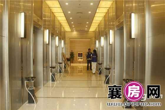环球金融城写字楼样板间内电梯