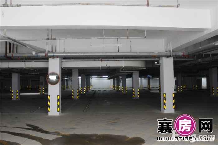百洋·欧典小区地下停车场实景图