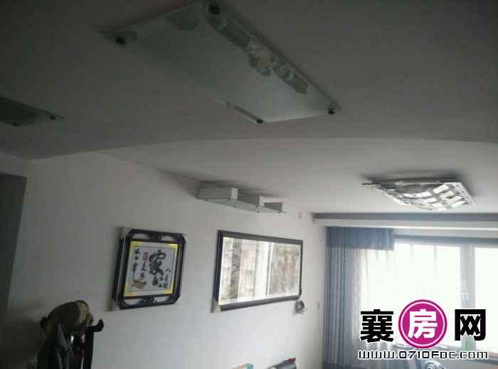 高庄街樊城区委大院 3室2厅2卫
