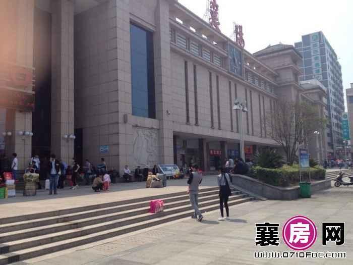 襄阳火车站进站口左一号 商业街卖场 18平米