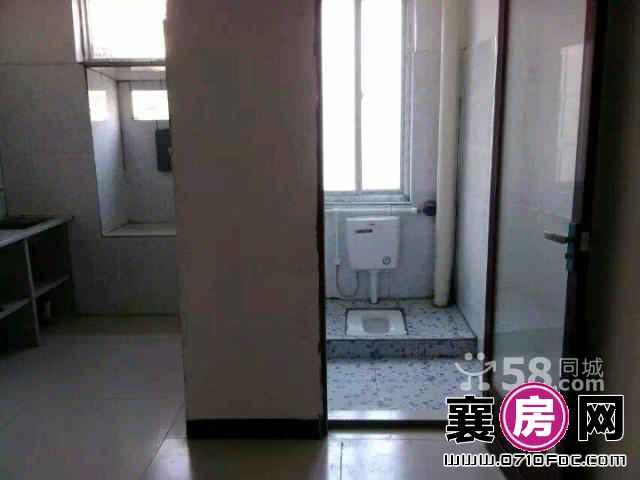 樊城邓曼路余岗六组新五中1室1厅1卫380元/月(个人)