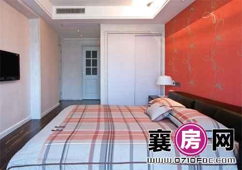 卧室装修橙红色墙纸很吸睛