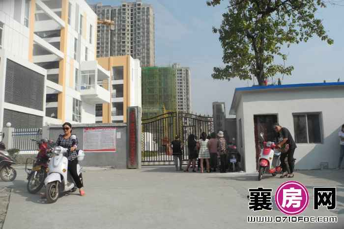 华凯·襄阳天下项目右侧200米处磁器街小学