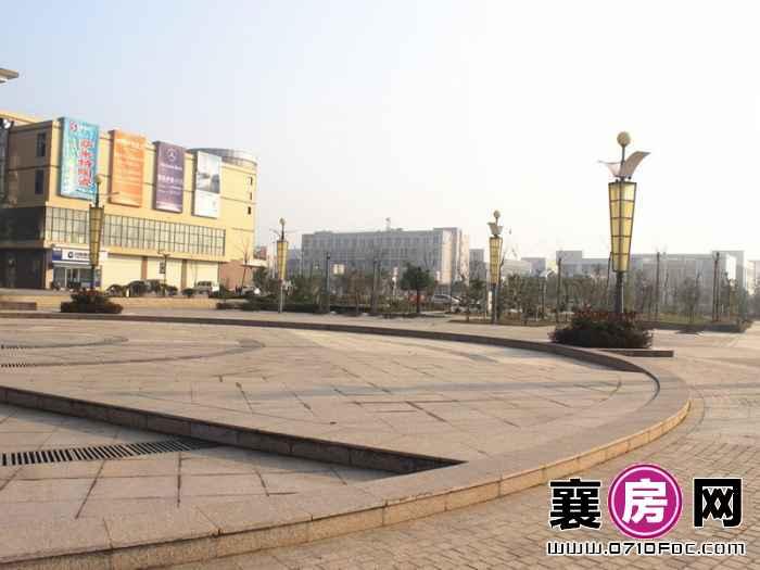 经晨时代项目100米内广场