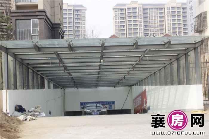 长虹观邸小区停车场实景图(2015-3-13)