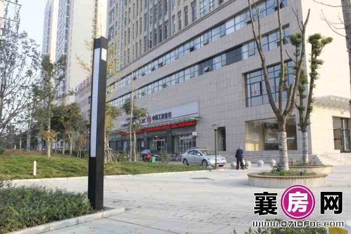 中建·状元府项目南100米内工商银行