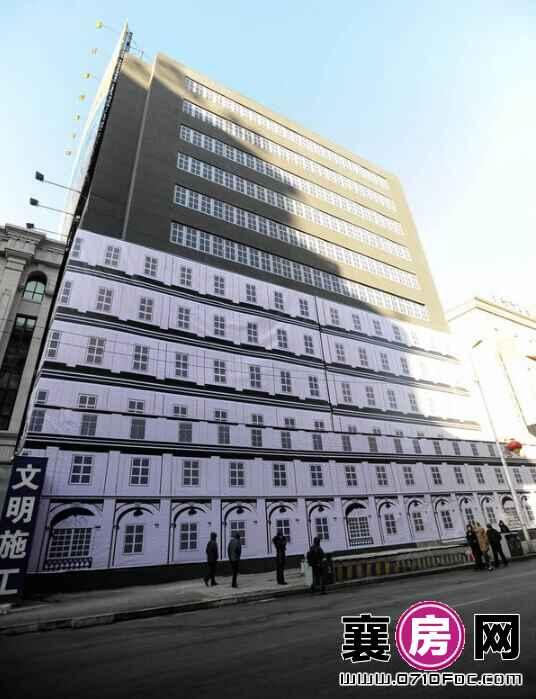 沈阳街头现一栋画出来的13层假大楼 中欧风格结合 (7)