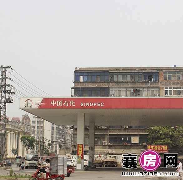 项目对面中国石化加油站