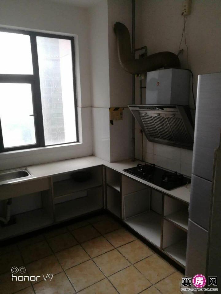 襄州火车站旁80平2室一厅电梯房中等装修配置齐全超级全算
